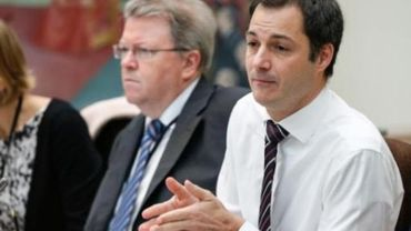 """Salaires des top-managers - """"Inconcevable que le ministre De Croo veuille revenir sur cette décision"""""""
