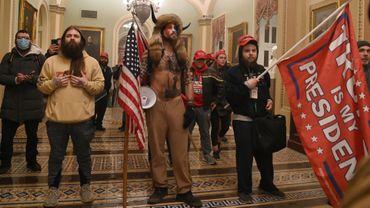 """Jake Angeli, membre de la mouvance conspirationniste QAnon et surnommé """"Shaman"""", est devenu l'un des symboles des émeutes du Capitole ce mercredi 6 janvier."""