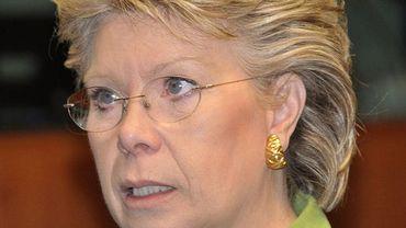 Viviane Reding, en charge du dossier, promet une approche graduelle en fonction du risque couru par le consommateur