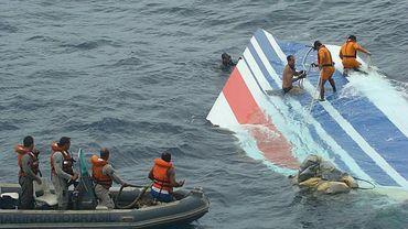 Photo publiée le 8 juin 2009 montrant des débris de l'avion récupérés après le crash du Rio Paris dans l'Atlantique