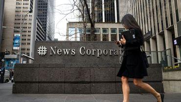 News Corp, le groupe de presse et d'édition de la famille Murdoch, est tombé dans le rouge au quatrième trimestre, plombé par une baisse des recettes publicitaires et le dollar fort.