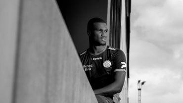 Oulare aide Willem II à prendre un point