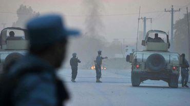 Des policiers sur les lieux d'une attaque à Jalalabad, le 30 août 2014 en Afghanistan