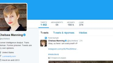 Cheveux blonds et maquillée, Chelsea Manning sort de l'ombre