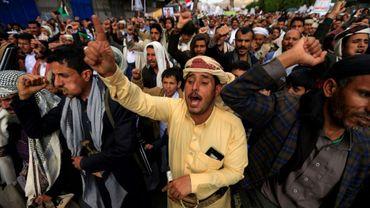 Des partisans des rebelles yéménites Houthis manifestent à Sanaa contre le blocage aérien imposé par l'Arabie saoudite, le 26 février 2021