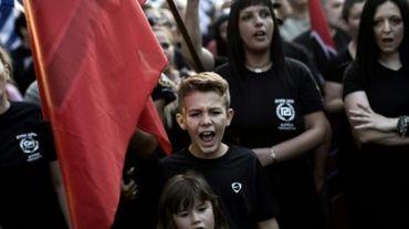 Des militants d'Aube Dorée, un parti d'extrême-droite, manifestent le 16 septembre 2015 à Athènes
