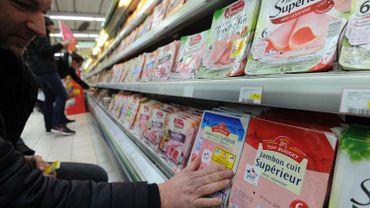 Le rapport préconise d'interdire l'utilisation des additifs nitrés dans la charcuterie à compter du 1er janvier 2023.