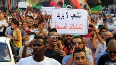 Des Libyens manifestent à Benghazi contre les milices armées, le 21 septembre 2012