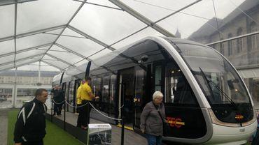 Liège: une maquette grandeur nature du futur tram exposée au public