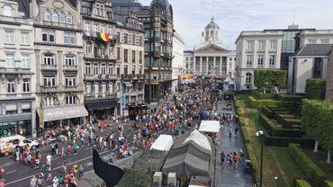 100.000 personnes à Bruxelles: suivez le défilé, troupes après troupes (vidéos)