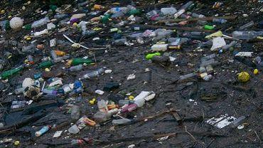 Cinq plaques de déchets flottants en mer accumulent des déchets par millions de tonnes