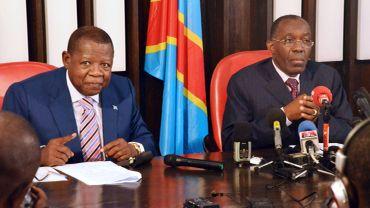 Les ministres de la Communication Lambert Mende et le ministre congolais des Affaires étrangères Raymond Tshibanda