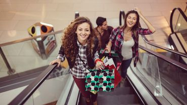 """Contrairement aux idées reçues, 57% des """"millennials"""" considèrent qu'acheter dans un magasin physique reste un plaisir, contre 47% pour l'ensemble de la population, selon cette étude européenne."""