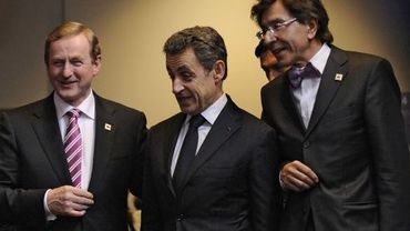 Le Premier ministre irlandais, Enda Kenny (G), Nicolas Sarkozy (C) et Elio Di Rupo (D)