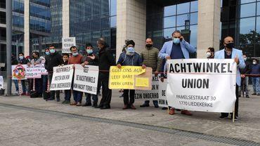 Coronavirus à Bruxelles : une centaine de patrons de magasins de nuit protestent contre les heures de fermeture