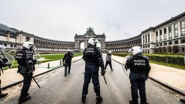 La police de Bruxelles a mis fin à une manifestation contre les mesures de lutte contre le coronavirus