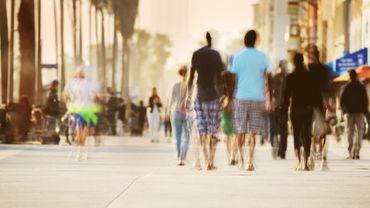 """Vous vous sentez seul? À Los Angeles, les """"promeneurs de gens"""" permettent de combler la solitude"""