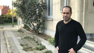 Parti de Syrie à pied avec sa fille porteuse de handicap, Hassan parle de souffrance quand il évoque sa recherche de logement.