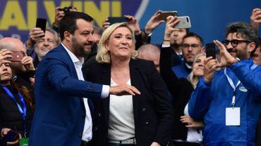 Matteo Salvini, leader italien de la Ligue, et la française Marine Le Pen, présidente du Rassemblement National au meeting des partis nationalistes et identitaires, à Milan.