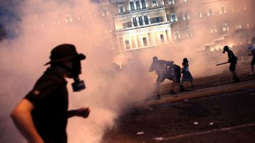 Des manifestants casqués ont défié les forces de l'ordre