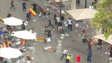 Bagarre générale entre indépendantistes catalans et loyalistes à l'état espagnol