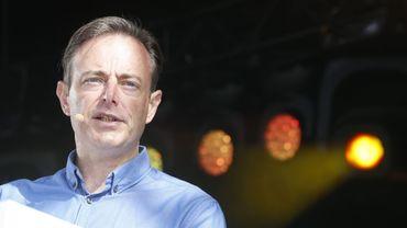 Bart De Wever a admis que son parti avait eu des contacts avec le président catalan destitué