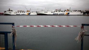 Des ferries à quai dans le port du Pirée, à Athènes, pendant une grève générale de 24 heures, le 27 novembre 2014 en Grèce