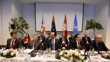 Moussa al Kony aux côtés notamment du ministre des Affaires étrangères tunisien et du représentant spécial adjoint des Nations Unies et coordonnateur humanitaire pour la Libye, Ali Al-Za'tari le 12 avril à Tunis.