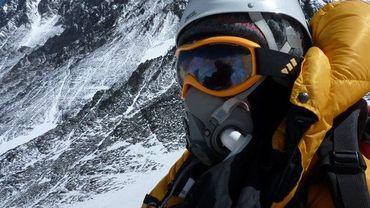 La photo publiée par Eric Arnold au sommet de l'Everest, peu avant sa mort.