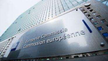 Les escrocs se font passer pour des agents de la Commission européenne.