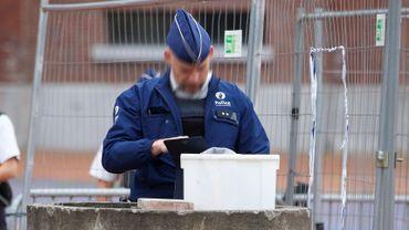 Les contrôles sont renforcés devant l'hôtel de police de Charleroi