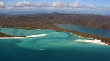 La Grande barrière de corail au large des îles Whitsunday au nord-ouest de l'Australie, le 20 novembre 2014