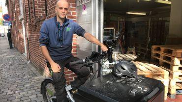 Kevin a troqué, il y a deux ans, sa camionnette pour un vélo cargo avec assistance électrique.