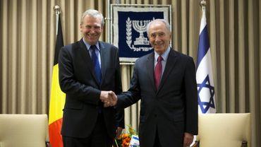 Shimon Peres a manifesté à Yves Leterme son intérêt pour la situation politique belge