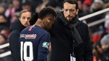 """Neymar a """"pleuré pendant deux jours"""" après sa nouvelle blessure"""