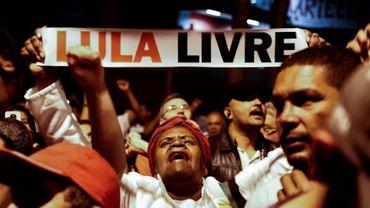Simpatizantes del expresidente de Brasil Luiz Inacio Lula da Silva piden su liberación el 8 de julio de 2018 en una manifestación en Sao Bernardo do Campo, en el estado de Sao Paulo