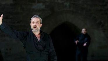 Avignon 2012 : La Mouette de Tchekhov, flinguée en Cour d'Honneur.