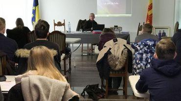 La commune de Fernelmont a décidé d'accompagner les jeunes de l'entité en leur proposant une formation de 12 heures de cours théoriques pour seulement 55 euros.