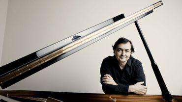 Le pianiste Pierre-Laurent Aimard interpète le concerto pour piano de Dvorak.