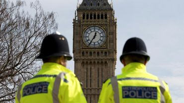 """Douze personnes légèrement blessées dans la nuit de dimanche à lundi dans une boîte de nuit londonienne après avoir été touchées par un jet d'une substance """"acide"""""""