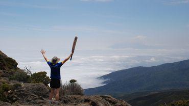 Autres: Réaliser l'ascension du Kilimanjaro pour y jouer au cricket