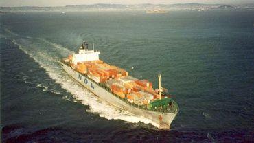 Un cargo en mer