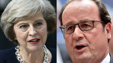 """Le président français François Hollande (à droite) a souhaité que les négociations pour la sortie du Royaume-Uni de l'UE """"soient engagées le plus rapidement possible""""."""