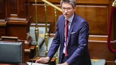 Licenciements: Pierre-Yves Dermagne favorable à une réforme de la loi Renault