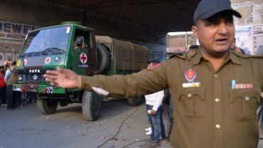 Une ambulance évacue le site de la base aérienne.