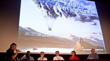 De gauche à droite, In Koli Jean Bofane, David Van Reybrouck, Thierry Michel, Colette Braeckman et Alain Berenboom à la conférence sur le Congo