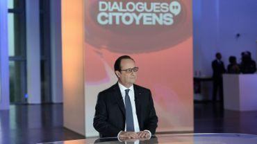 """France: Hollande annoncera """"à la fin de l'année"""" s'il se représente en 2017"""