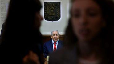 Le Premier ministre israélien Benjamin Netanyahu (C) lors de la réunion hebdomadaire de son gouvernement, le 12 mai 2019
