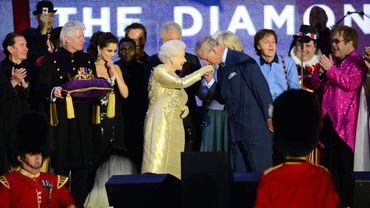 La Reine Elizabeth, aux côtés de Sir Paul McCartney et Sir Elton John