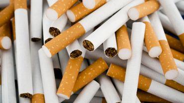 """L'ancien maire de New York Michael Bloomberg a annoncé le lancement d'une ONG chargée de dénoncer """"les stratégies trompeuses de l'industrie du tabac"""", dotée initialement de 20 millions de dollars."""
